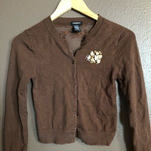 Beautiful brown cardigan with details!